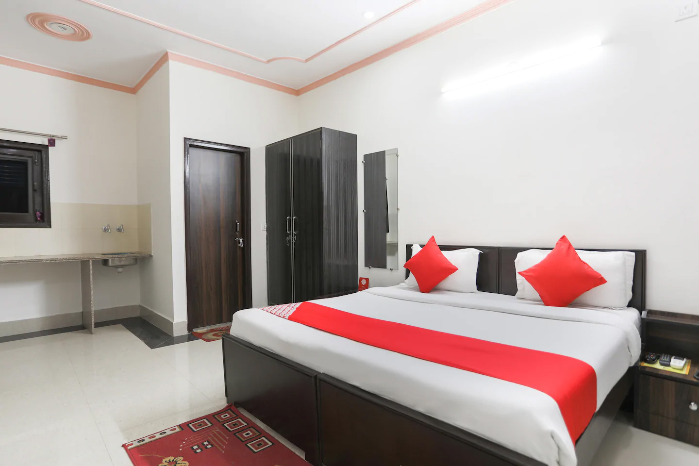 Guest house in Gurgaon, guest house near medanta medicity, Budget guest house in Gurgaon Delhi NCR, cheap guest house in Gurgaon